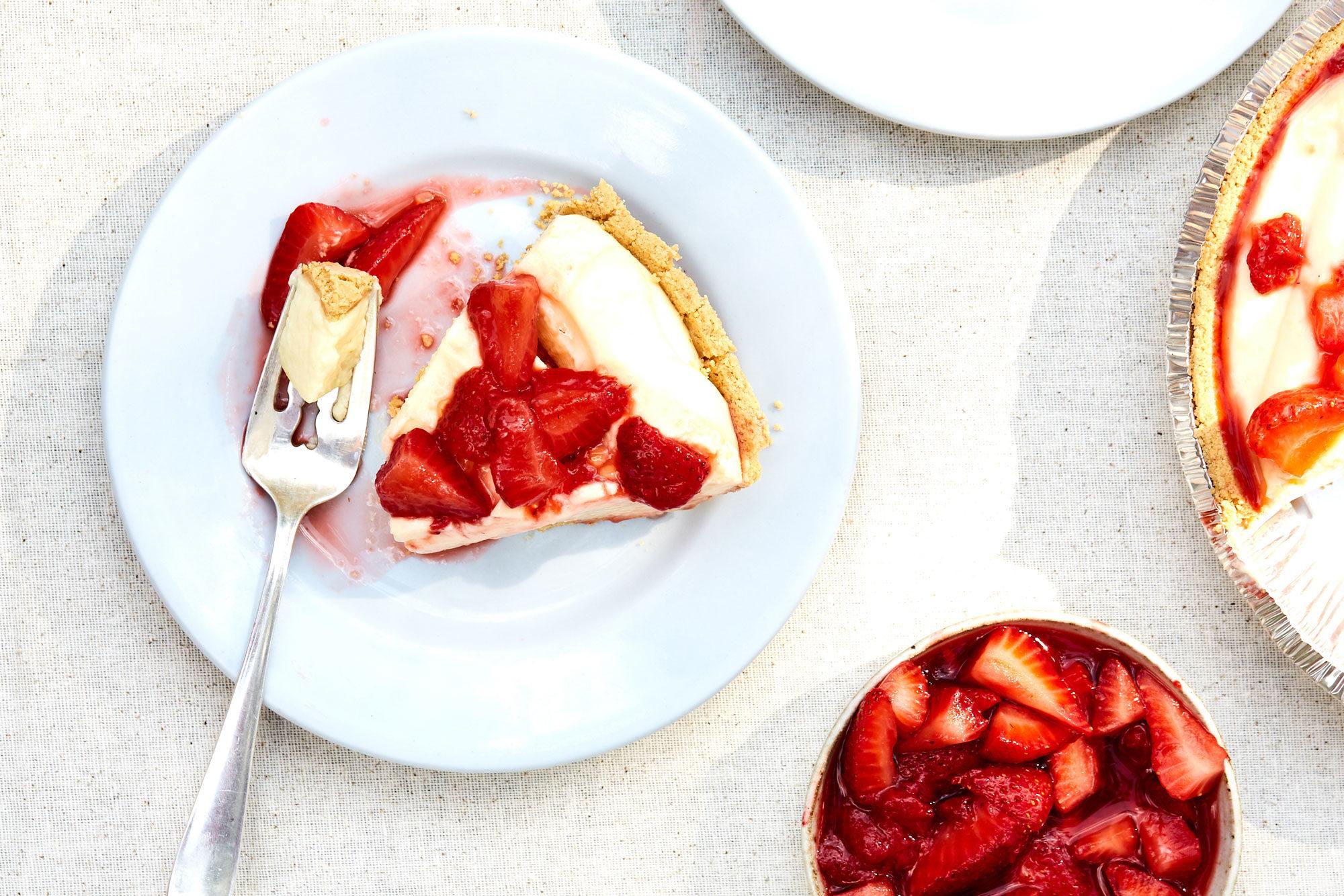 Article-Jello-Strawberry-Cheesecake